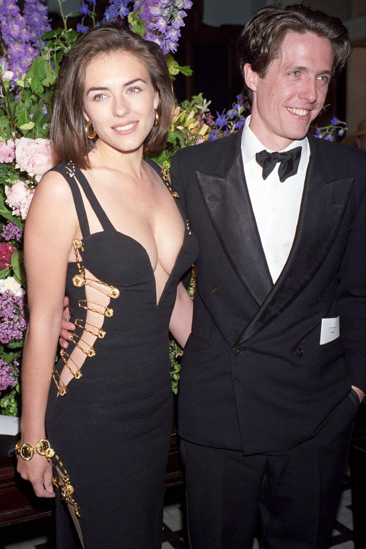 Elizabeth Hurley Versace Dress Google Search En 2020 Elizabeth Hurley Celebracion Actrices Bonitas