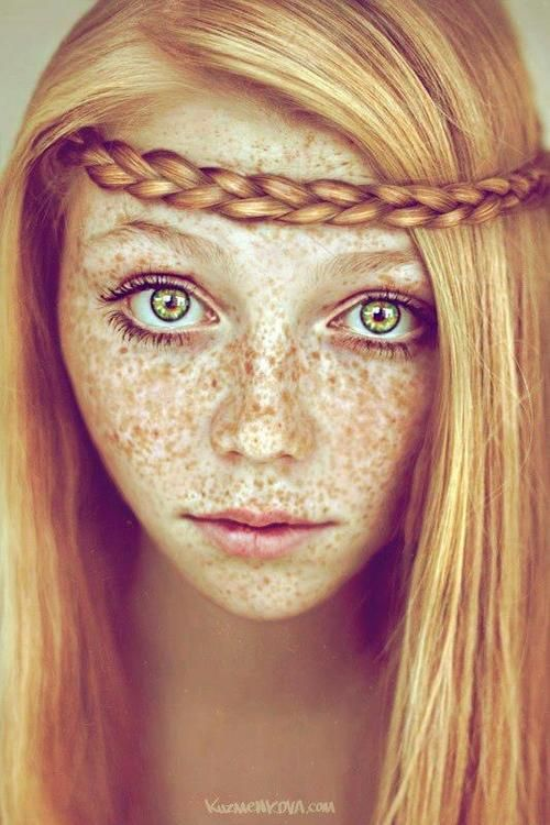 everything is outrageously gorgeous on this girl.... Wish I had natural red hair and LOTS i of freckles.  I have some but not like this!