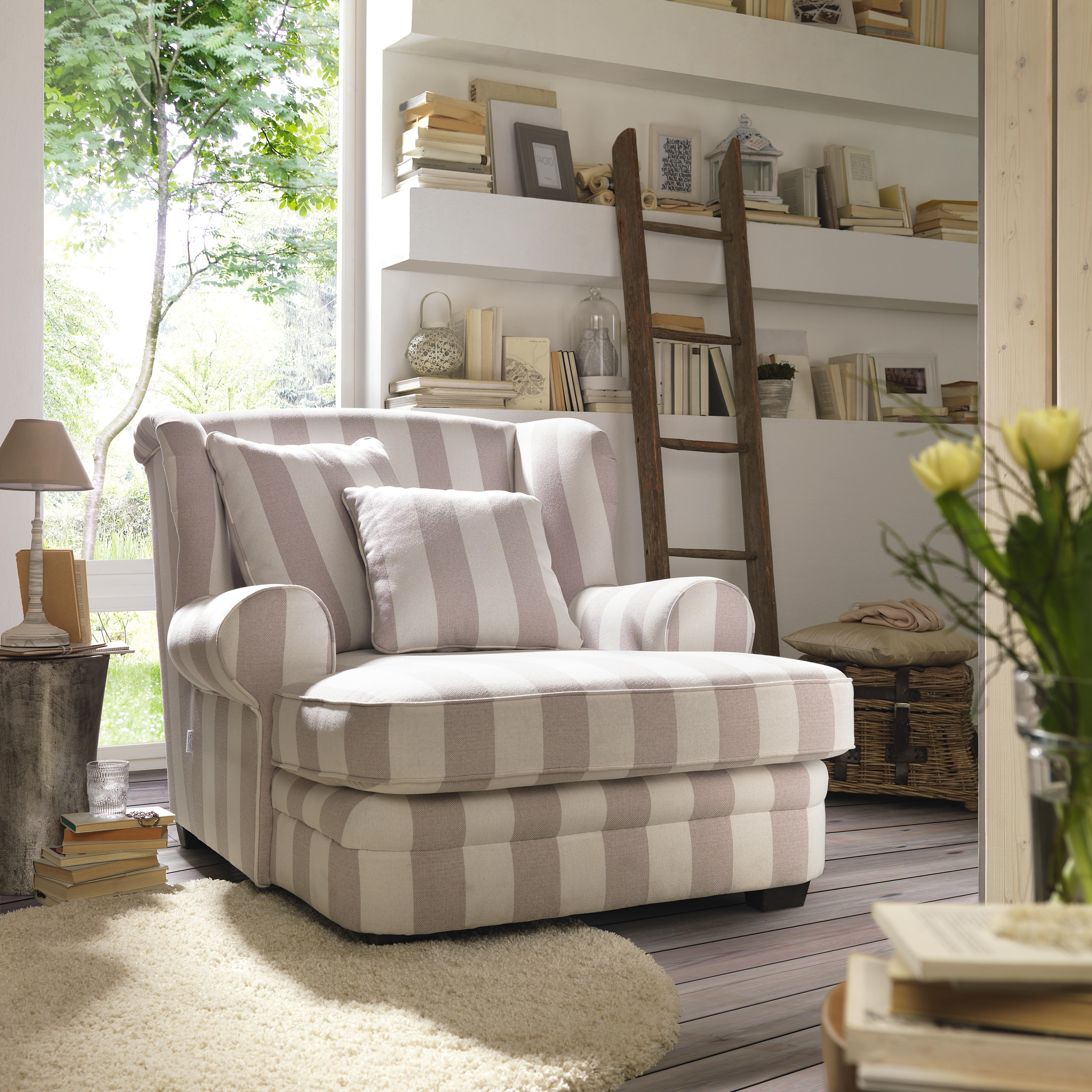 Edel und bequem zu gleich: Der Sessel in Streifenoptik von AMBIA ...