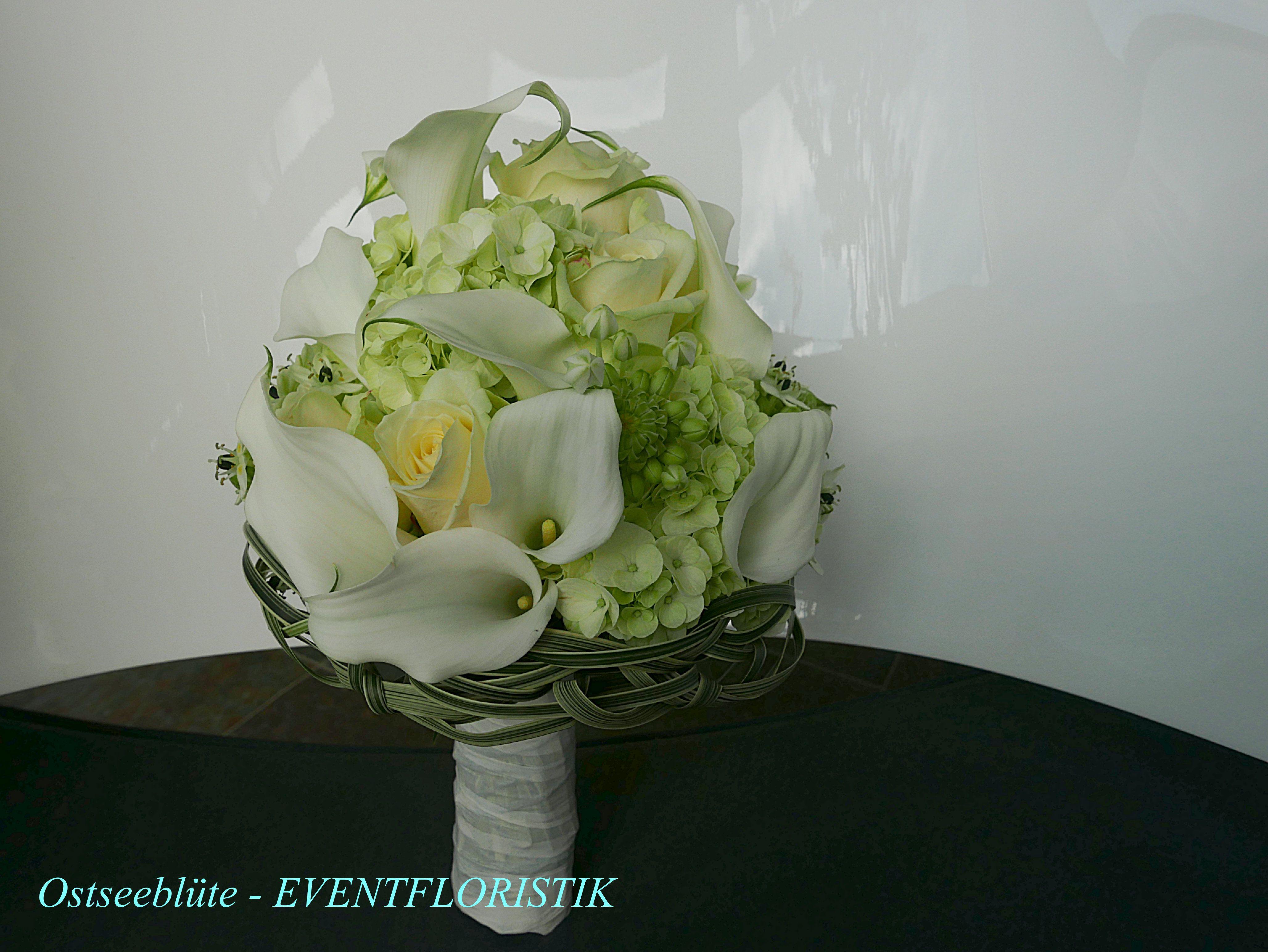 brautstrau modern klar in wei gr n mit hortensien calla rosen und gr ser www. Black Bedroom Furniture Sets. Home Design Ideas