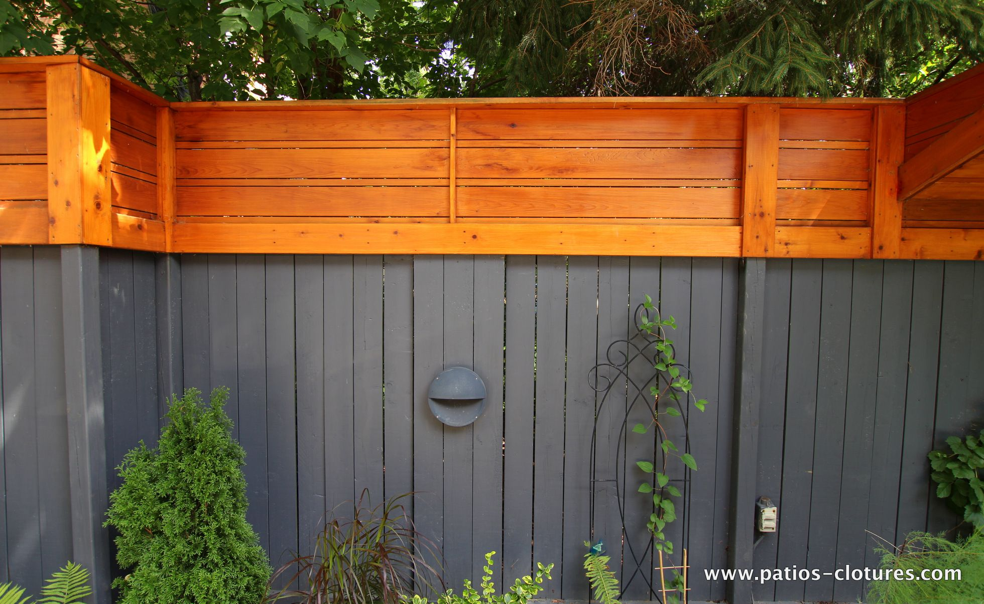 Vertical And Horizontal Fence Stained Dark Gray In The Lower Part And Cedar Color In The Upper Portion Horizontal Fence Fence Stain Wood Fence