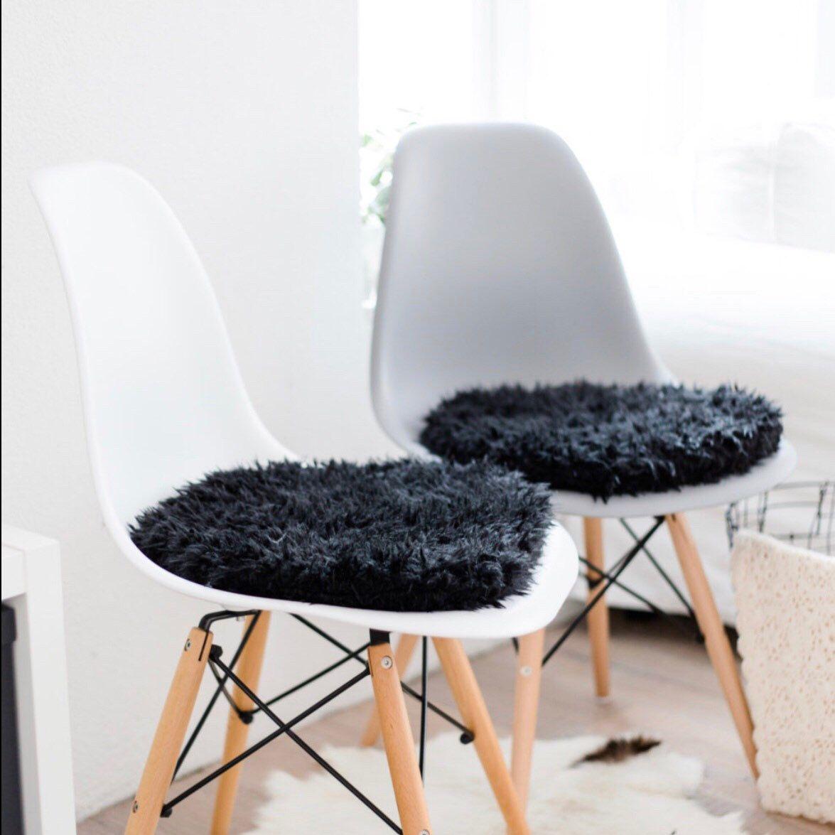 es gibt wieder sitzkissen fr den eameschair in schwarzem kunstfell im shop - Eames Chair Sitzkissen