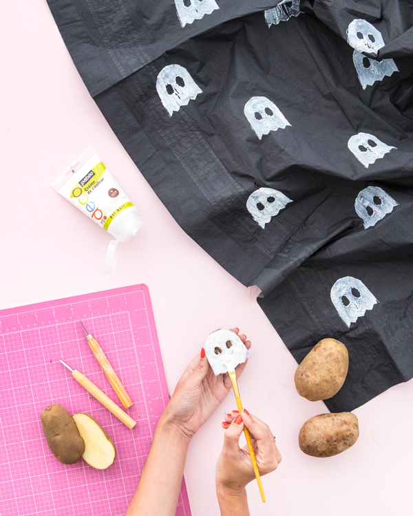 Easy Inexpensive Diy Spooky Halloween Tablecloth Craft