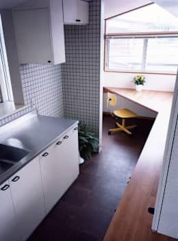 25 armários de cozinha maravilhosos para encomendar já com o marceneiro! https://www.homify.com.br/livros_de_ideias/3295673/