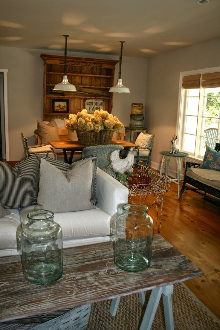 Farmhouse Chic Living Room Decor: A Mix Of Country And Shabby Chic