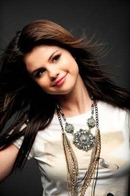 9 Selena Gomez Falling Down Ideas Selena Gomez Selena Falling Down