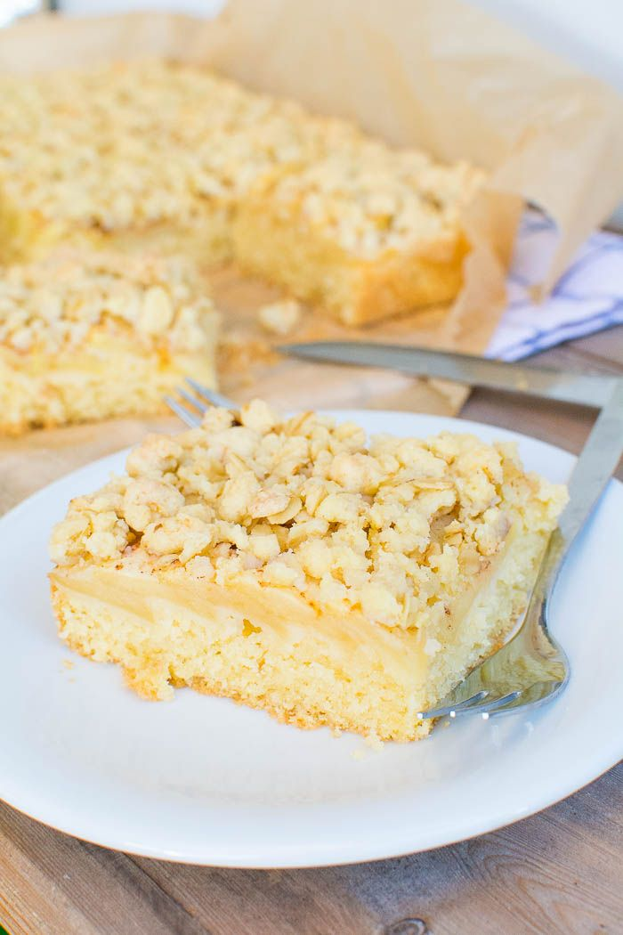 Photo of Juicy vegan apple crumble cake from the tin