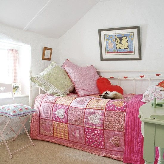 small girl's bedroom | exact set-up of lay's small room.just