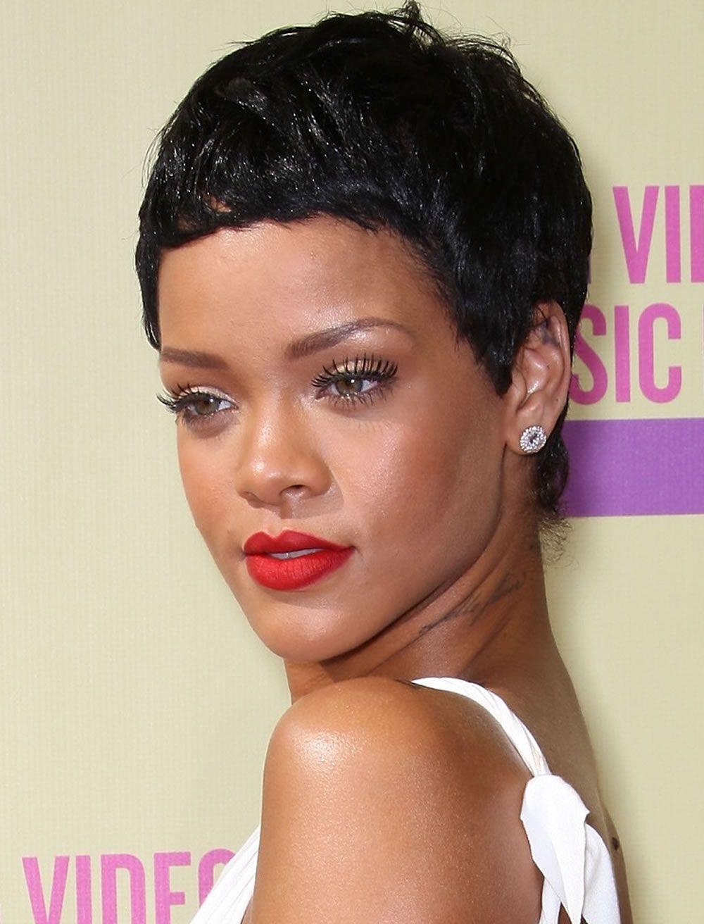 Coiffures courtes afro-américaine - Best Haircuts Cheveux noirs   Coiffure courte afro, Coiffure ...