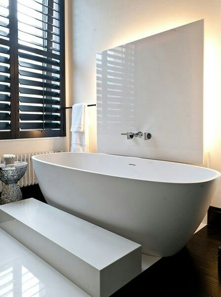 Bathroom tub . Contrast