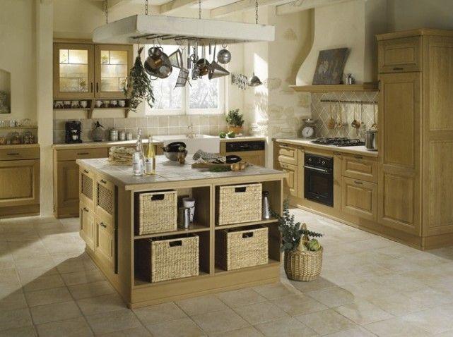 Chic et charme pour cette cuisine avec un bel îlot central, très - cuisine ouverte ilot central