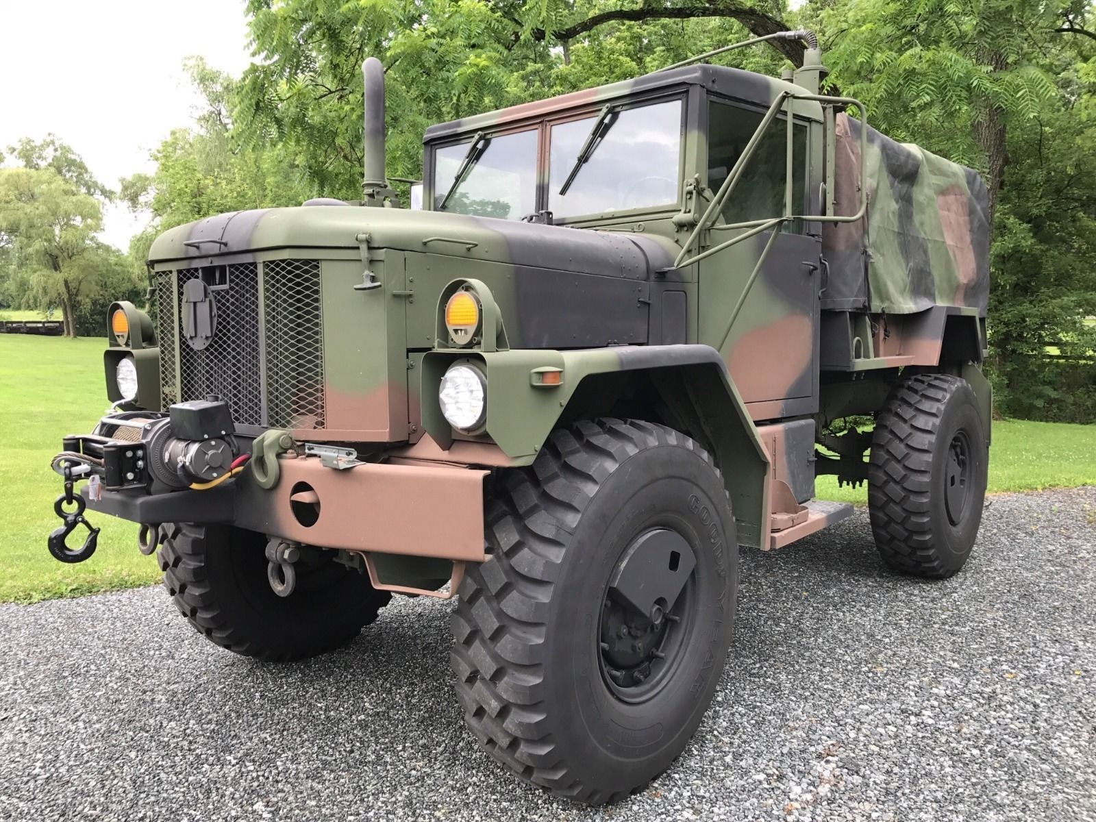 Bobbed deuce am general military truck