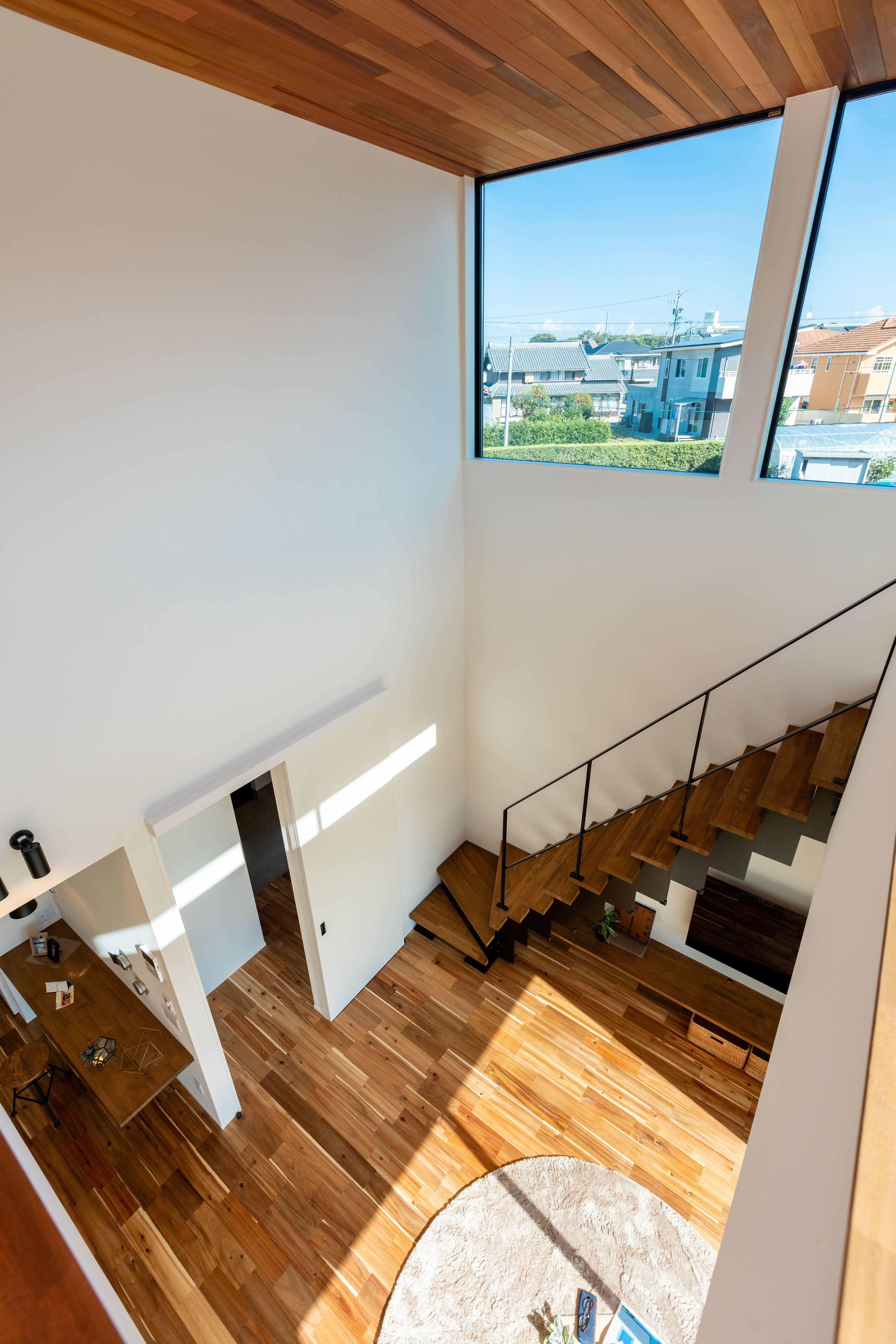 窓から見える風景 住宅 吹き抜け リビング階段 吹き抜け窓