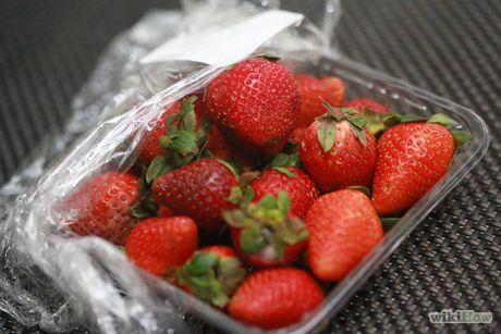 Keep Strawberries Fresh Step 1 Version 2.jpg