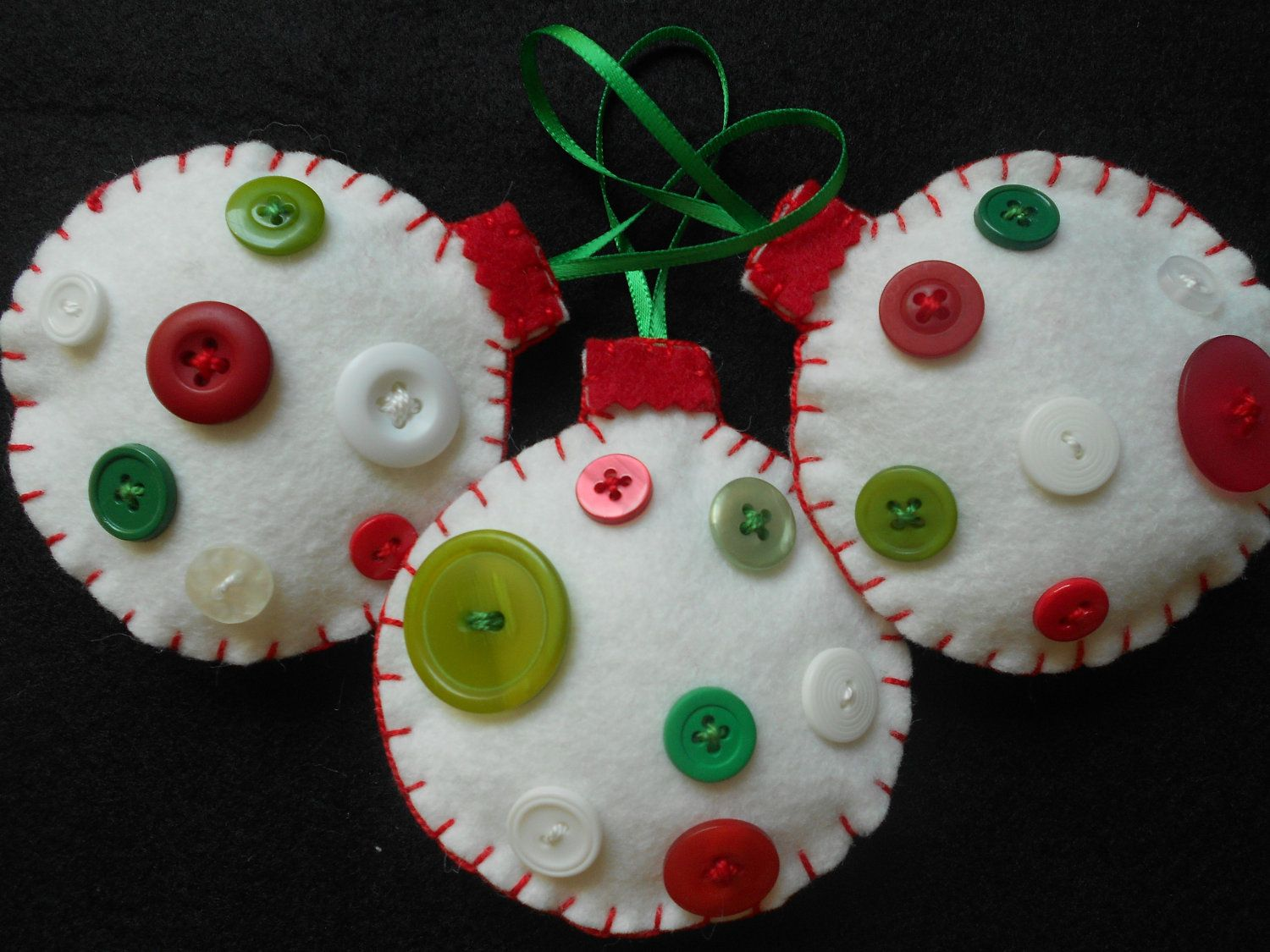 Christmas felt ornaments - 25 Best Ideas About Christmas Felt Crafts On Pinterest Christmas Crafts Sewing Christmas Ornaments Sale And Button Ornaments Diy