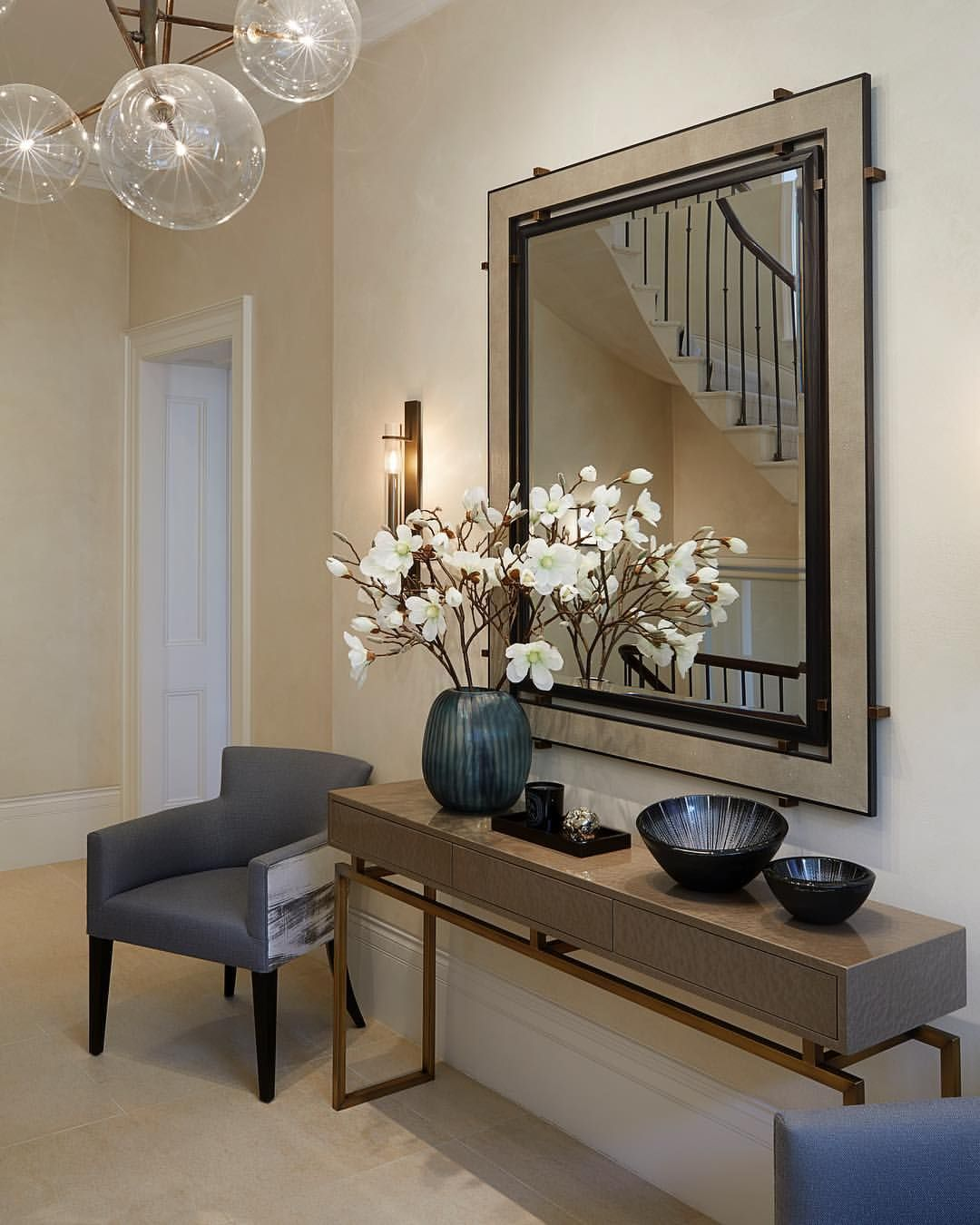 40 Bright Living Room Lighting Ideas: The Light And Bright Entrance Hall At Our Kensington