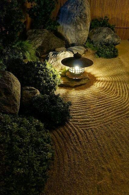 Japanilaista henkeä puutarhaan esimerkiksi betonisoralla.
