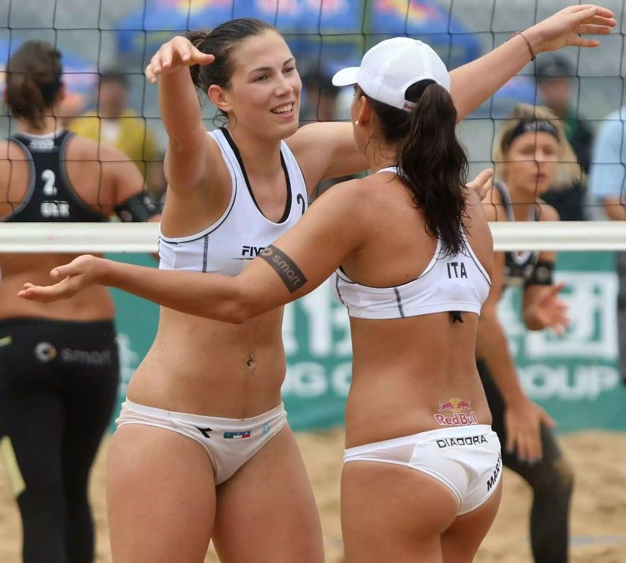 woman-beach-volleyball-pussy