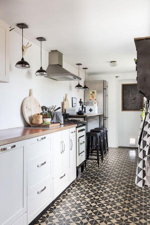 LOVE the floor tiles! Patterned tiles on kitchen floors - desire to ...