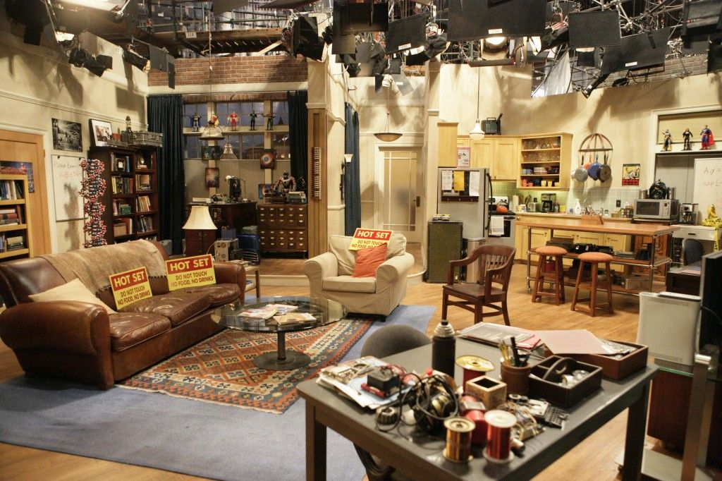 The big bang theory set decor sheldon and leanord 39 s for Living room setups for apartments