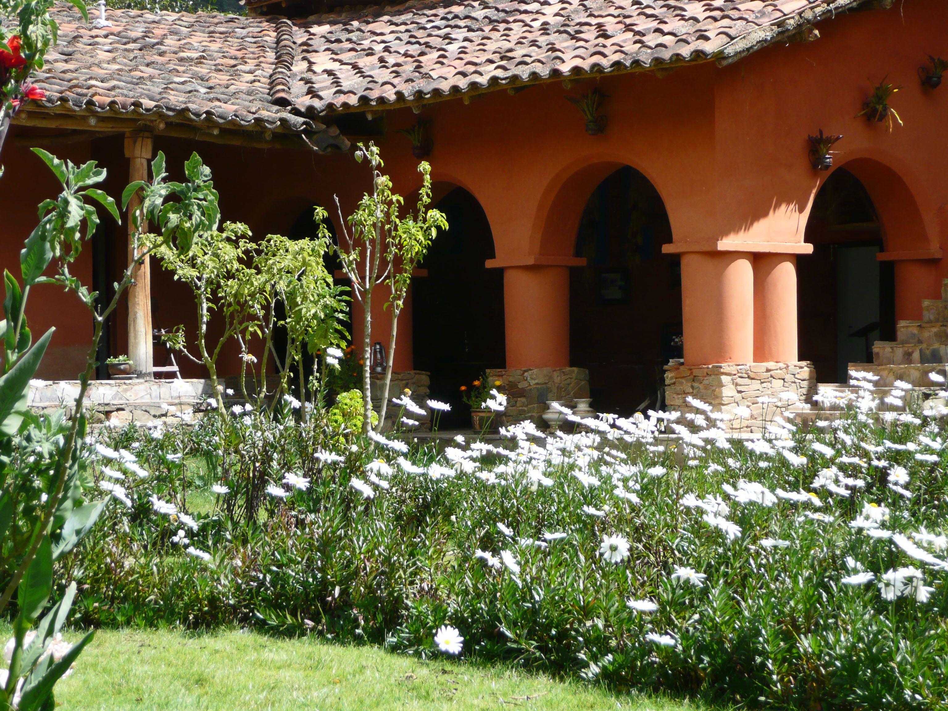 Hermosa Casa Hacienda, tiene las paredes pintadas con arcillas locales