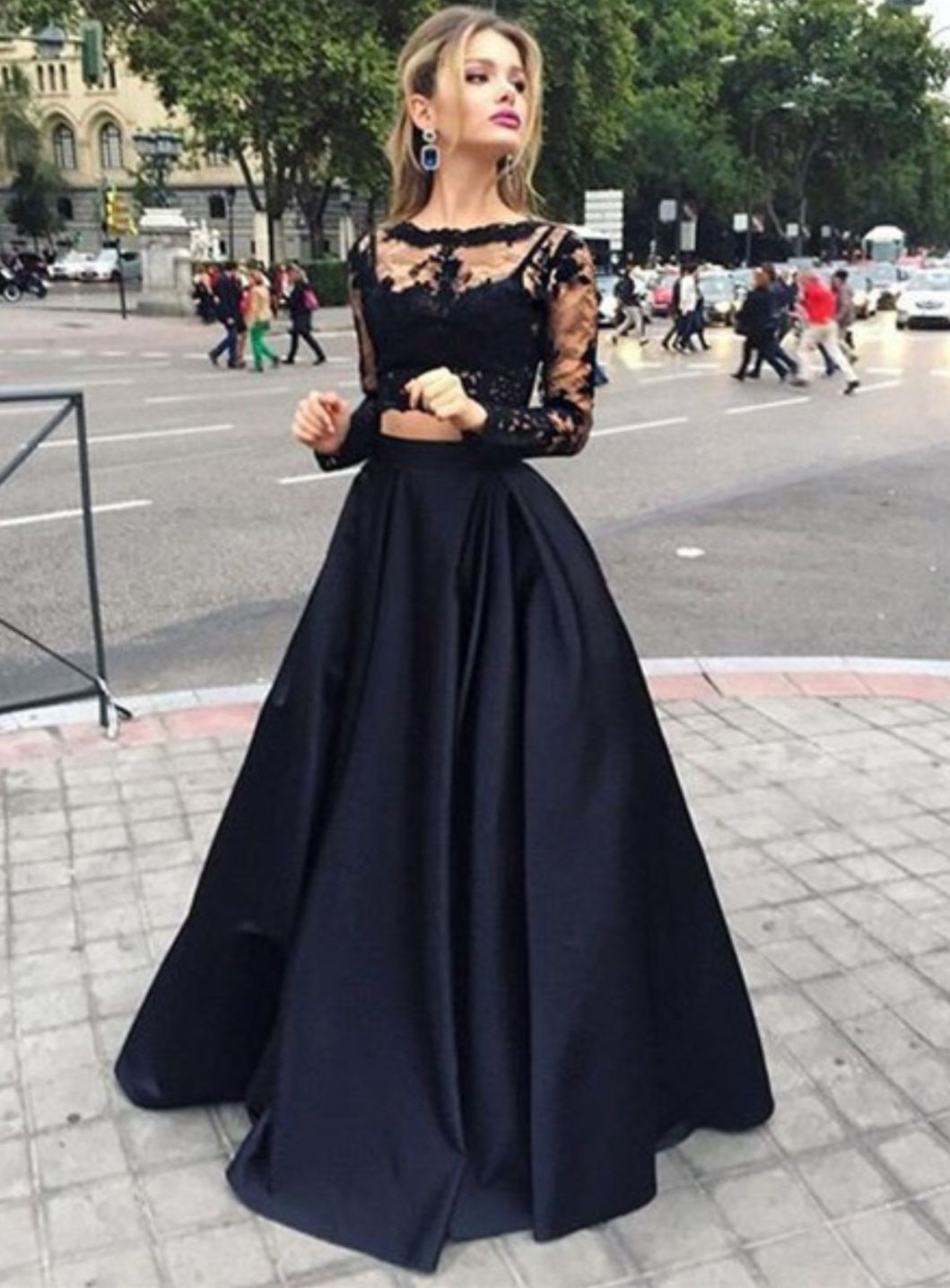 Amandadress supplies elegant black twopiece prom