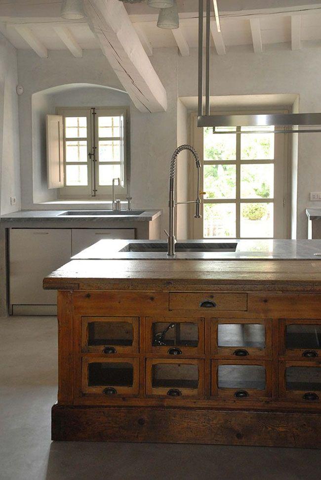 Cocina de campo vintage contemporánea  mueble de madera antiguo ...