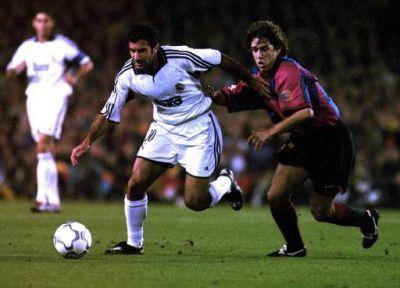 Puyol demostró su talento anulando al que entonces era el mejor jugador del mundo, Luis Figo. (via @wikipeix, Twitter)