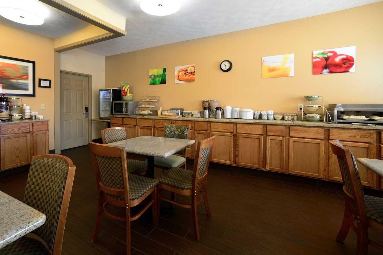 Enjoy Free Hot Breakfast Hotel Amenities