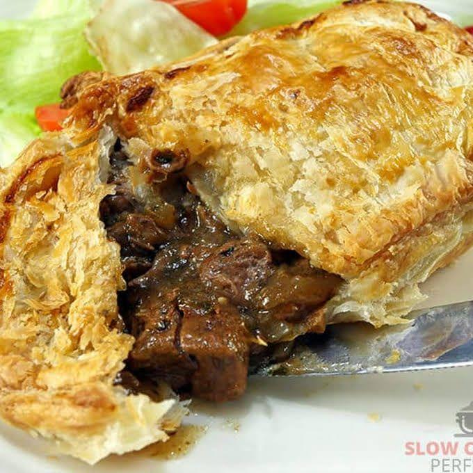 Chunky Pepper Steak Pie | Recipe in 2020 | Steak pie ...