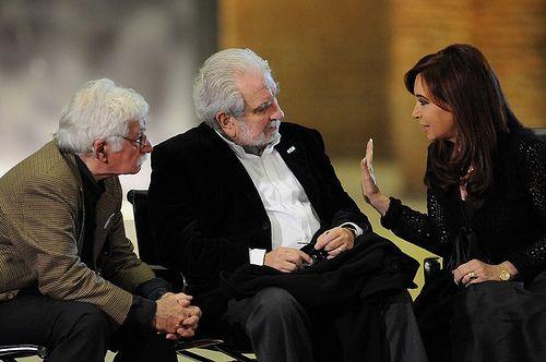 La Presidenta dialoga con el historiador Mario O'Donnel en la inauguración del Museo del Bicentenario