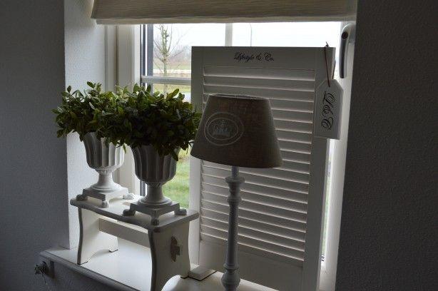 Perfect Om Inkijk Te Weren Een Vensterbank Krukje Of Een Raamscherm Home Deco Vensterbank Venster Decoratie