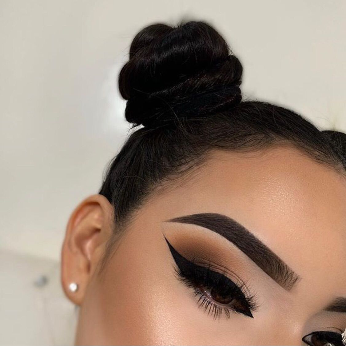 Image about girl in makeup by ☆𝑲𝒓𝒊𝒔𝒕𝒊𝒏𝒂☆ on We Hea