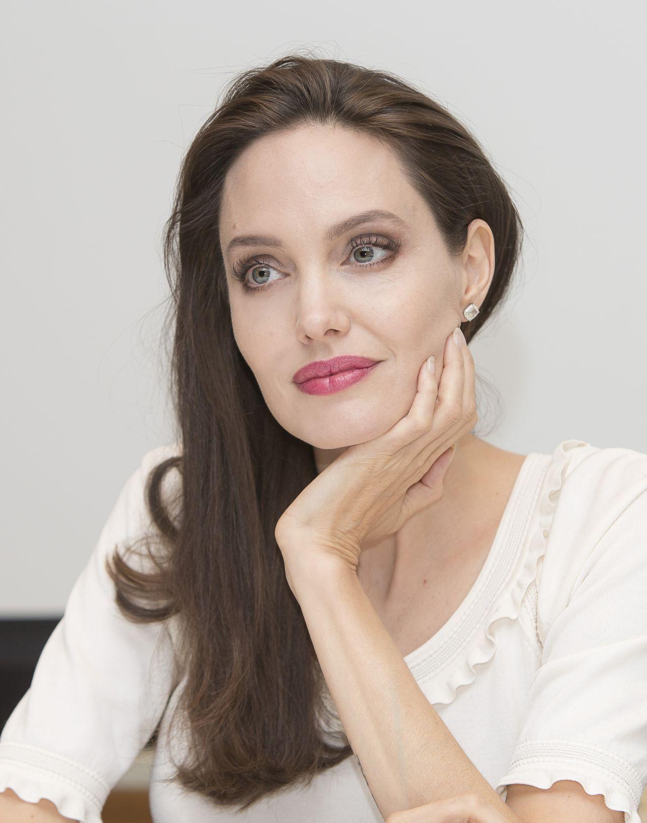 Pin by analia ribeiro on * Angelina * | Celebrities in the