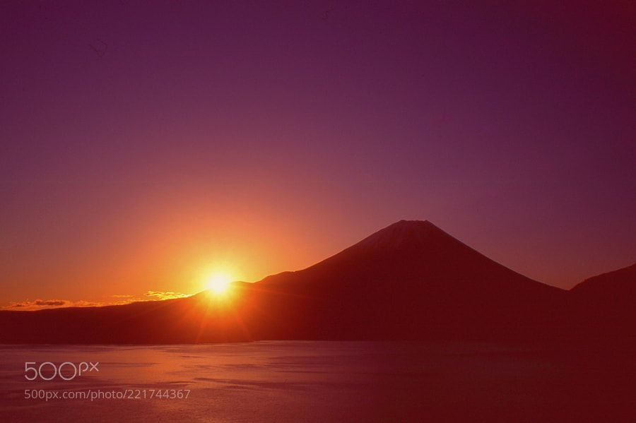 Sunrise of the bright Mt. Fuji by lorcachi #Landscapes #Landscapephotography #Nature #Travel #photography #pictureoftheday #photooftheday #photooftheweek #trending #trendingnow #picoftheday #picoftheweek
