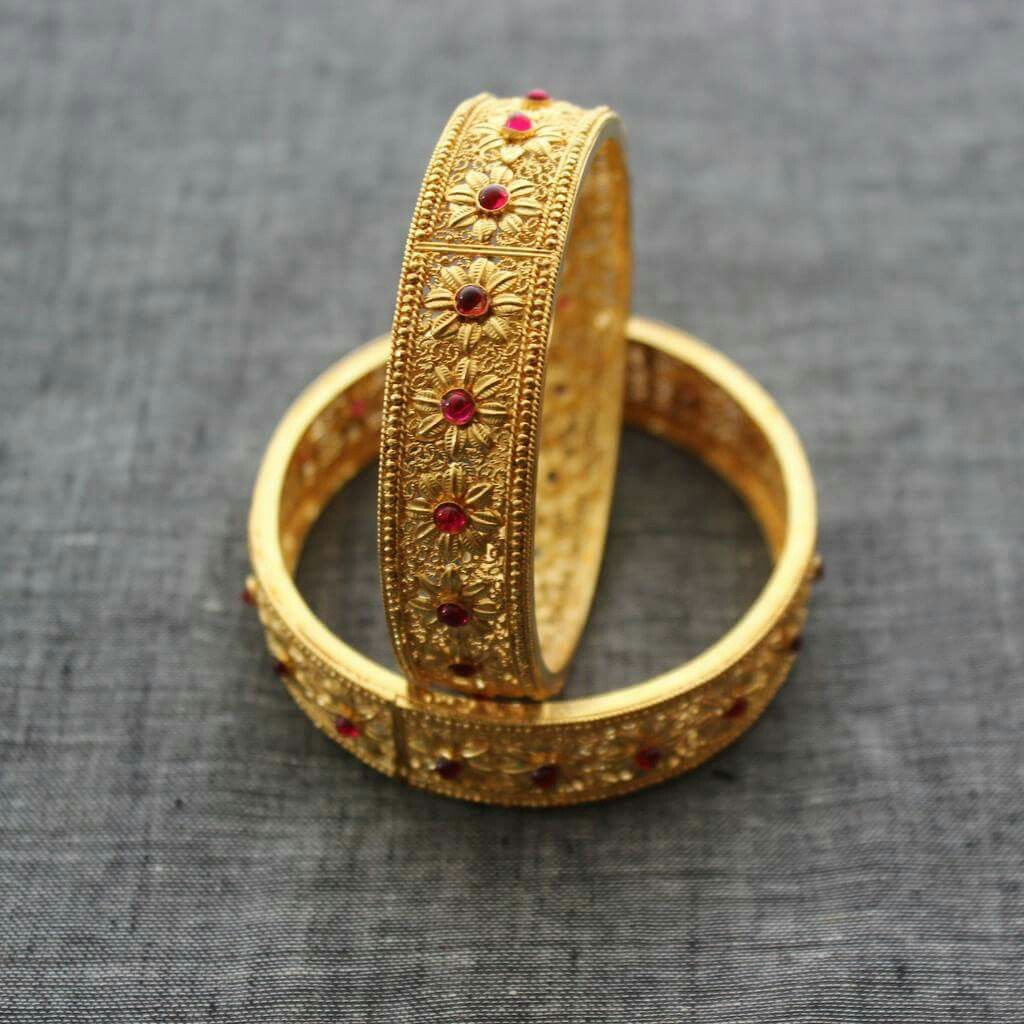 Perfect ring design.. Simple old world Gold bangles