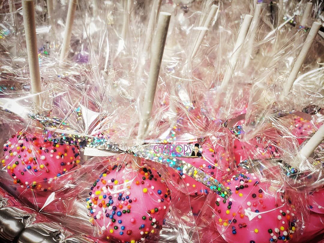 Basic Sprinkle Pops are always a classic birthday party go to! Hope you had a sprinkle good time! Happy Birthday! . . .