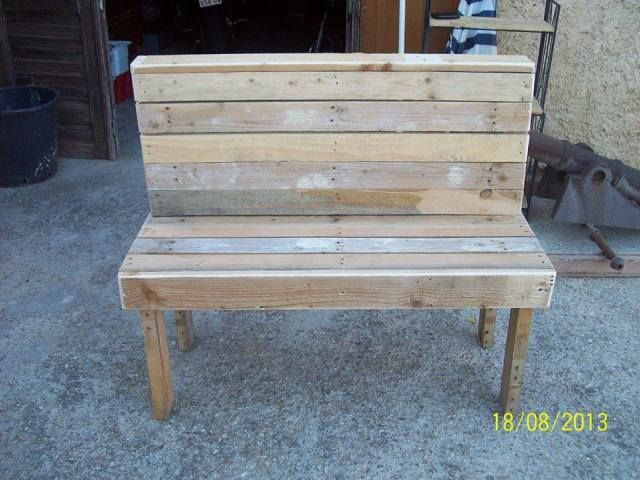 Benches Made From Pallets Is Being Created Out Of Pallet Planks