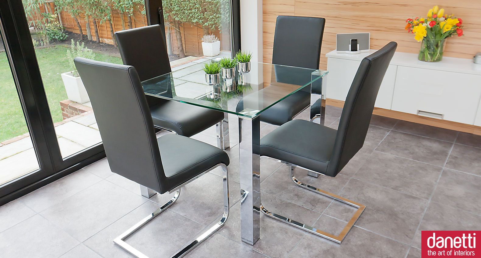 Modern glass dining set suitable for 2 or 4 people chunky for Small 4 person dining table