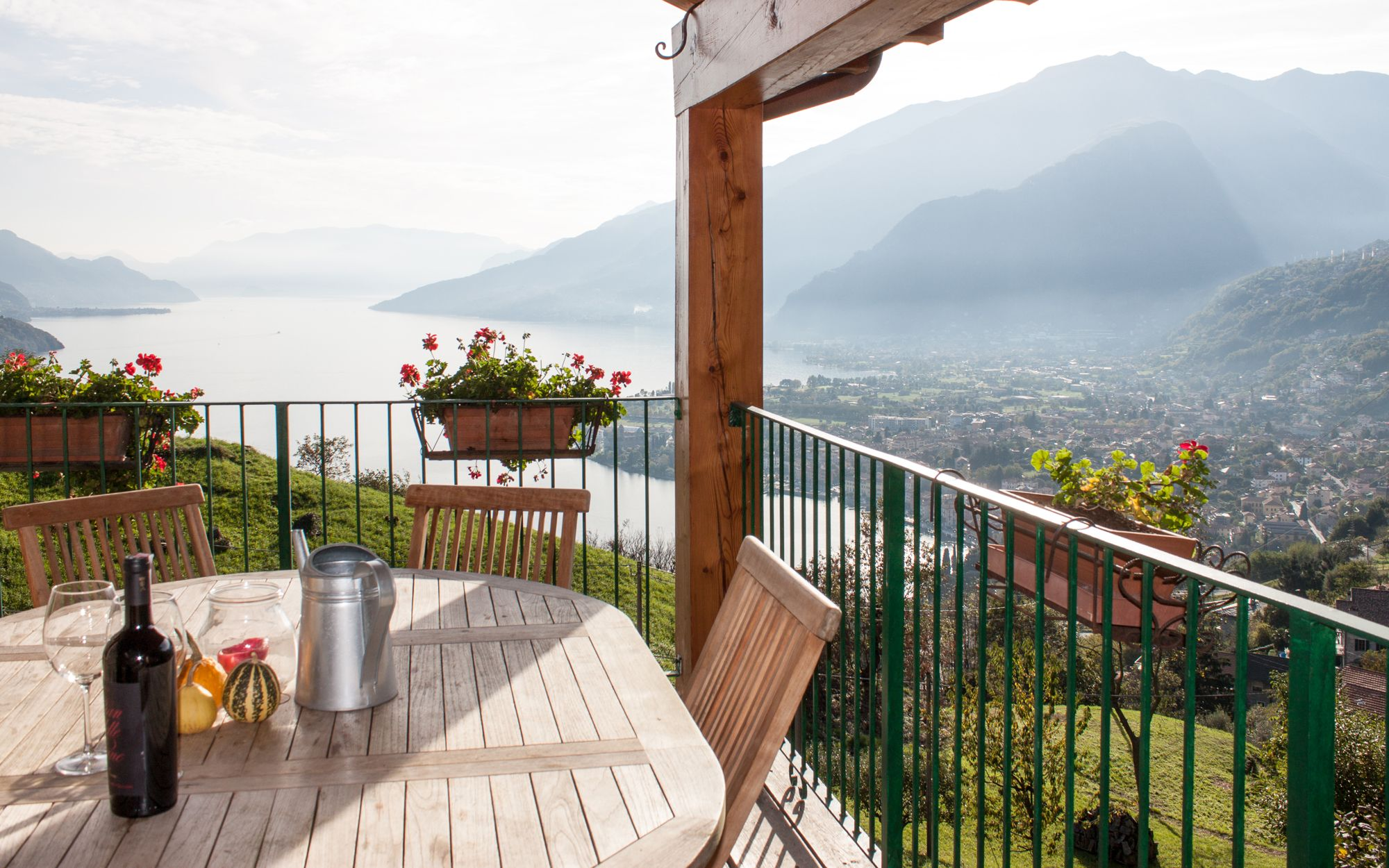 10 Airbnb Rentals with Jaw-Dropping Views http://www.actuweek.com/go/hotel/hotelscombined.php