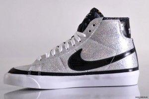 Negozio Nike Blazers Mid Glitter X GIRL Scarpe da Ginnastica Donne Bianco  Argento Nero Vendita Online 583cf8cf4bd