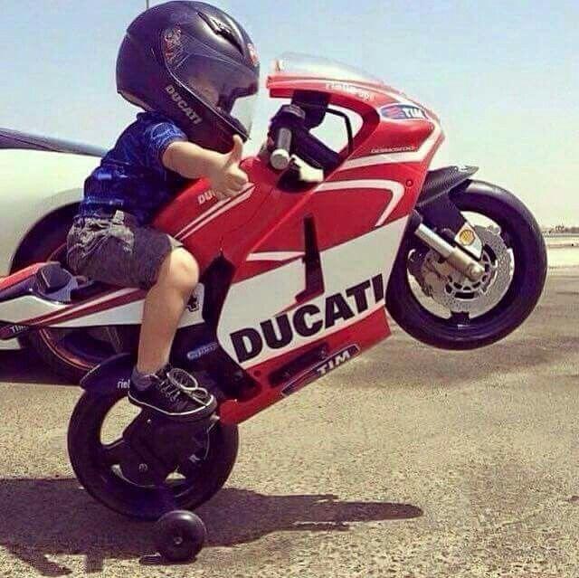 Pequeños Moteros Niños En Moto Motos Parejas Motocicleta De Chica