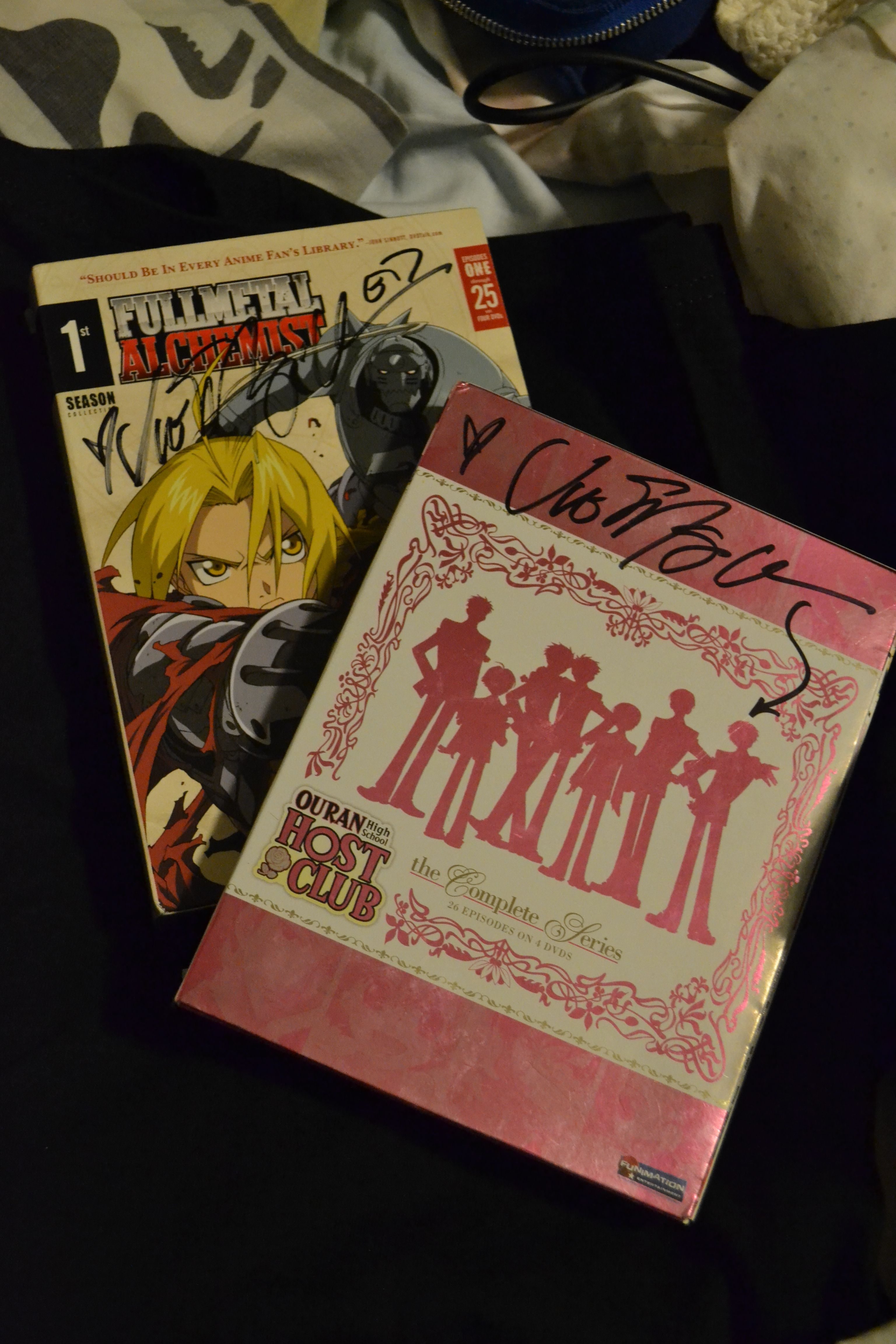 FMA & OHSHC - Signed by Vic Mignogna <3 WoW he put an arrow to tamaki wow just wow