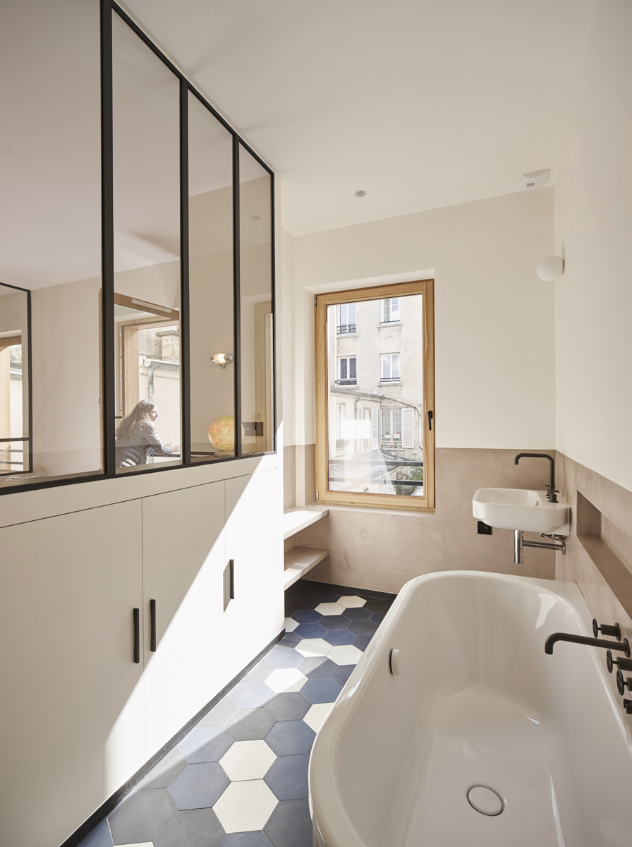 Recovery Room Design: Stunning Refurbished Apartment In Paris