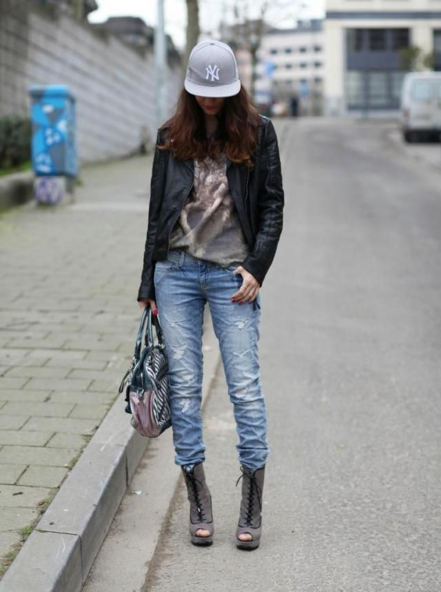 49026b3f76 OOTD  Gangsta style with my Guess jeans and Karen Millen booties ...