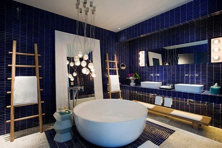 carrelage salle de bain bleu marine baignoire ronde et. Black Bedroom Furniture Sets. Home Design Ideas