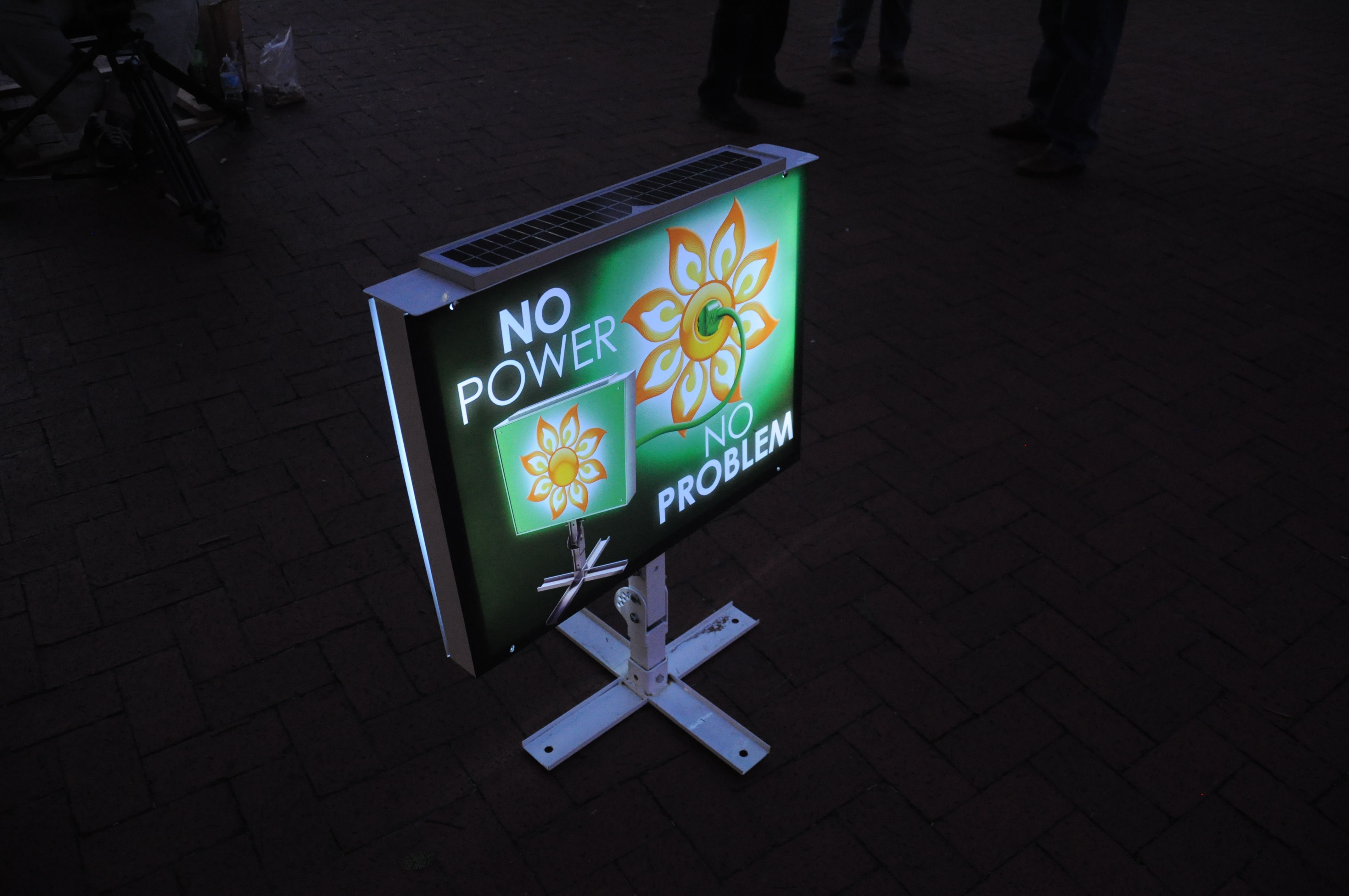 solar powered led light boxes for out door advertising off grid