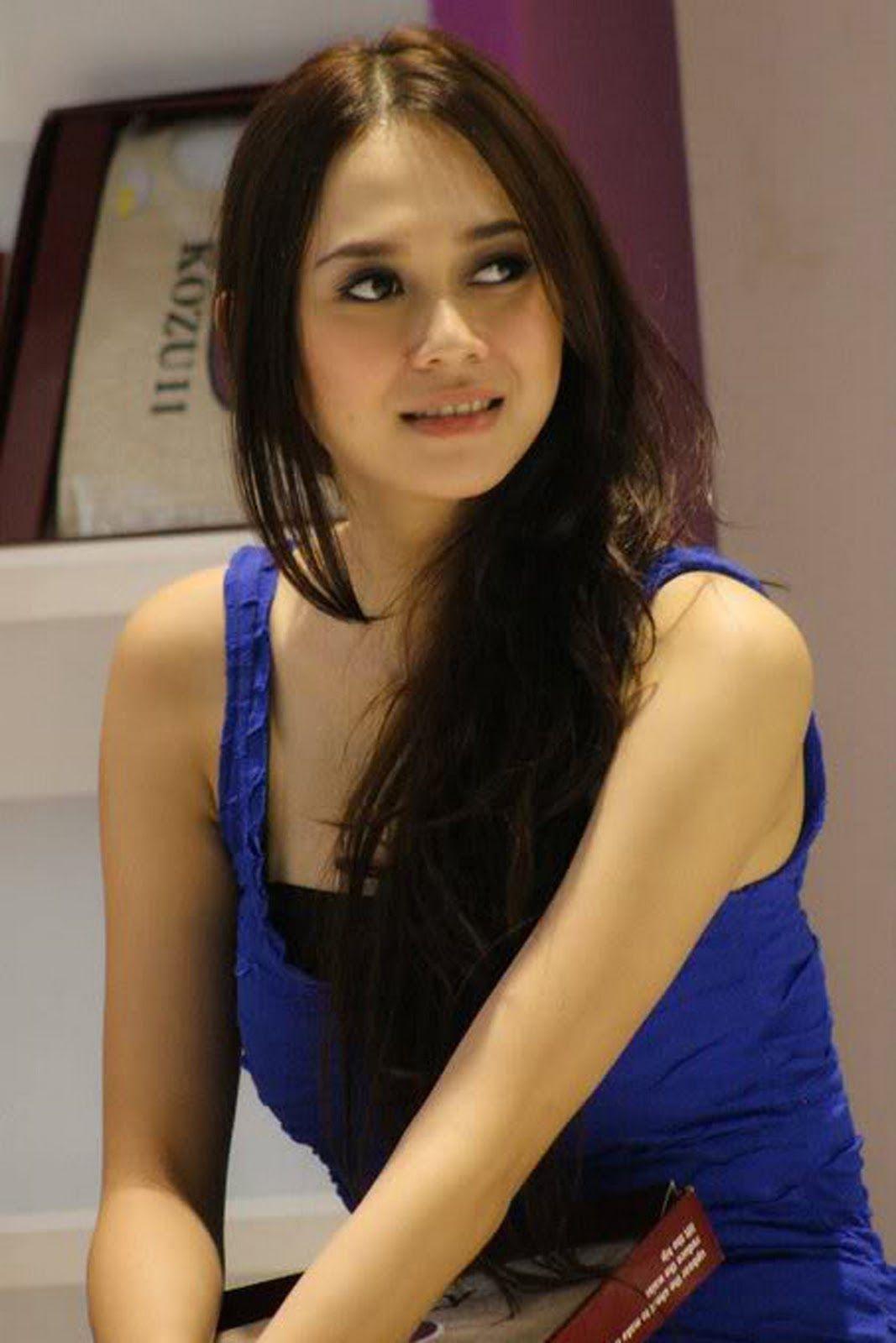 aura kasih hot indonesian singer and model 05
