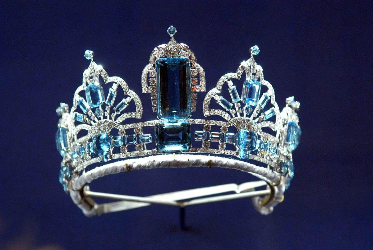 Royal Tiaras | Crescent Tiara, the Strathmore Rose Tiara and the Delhi Durbar Tiara ...