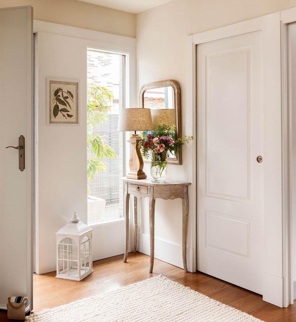 10 recibidores que te invitan a entrar en casa for Decoracion espejos entrada casa